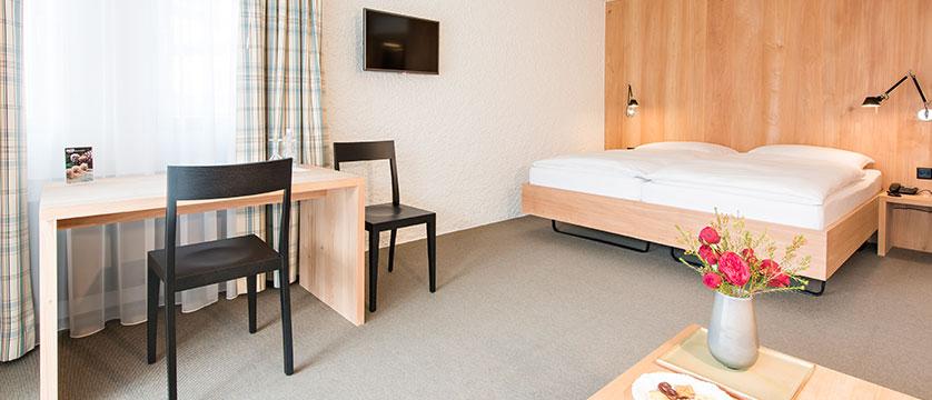 Switzerland_St-Moritz_Hotel-Hauser_Double-bedroom.jpg